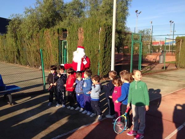 Papa Noel en un club de tenis