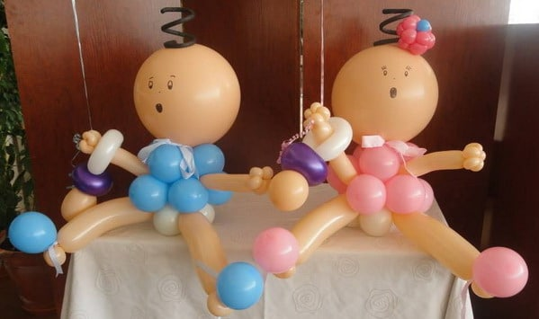 bebés con globos