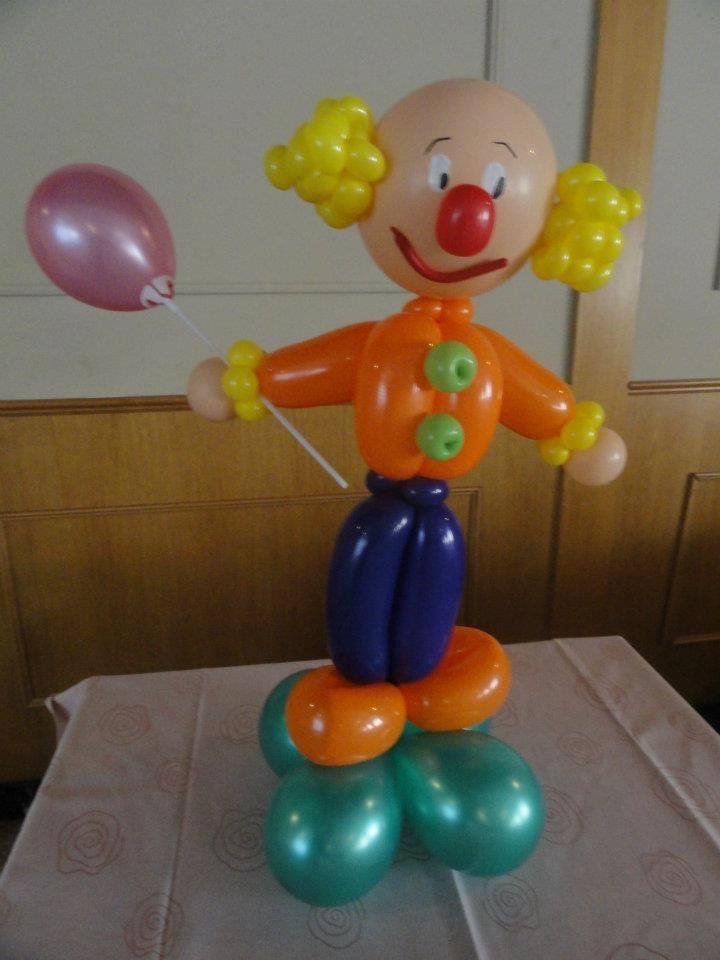 Decoracion con globos para bautizo de ni o facil for Decoracion para pared con globos