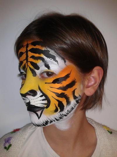 como maquillar y hacer una cara de tigre paso 8