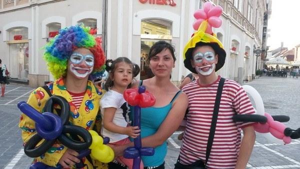 animadores de fiestas infantiles para Barcelona, Madrid y Valencia, Córdoba y A Coruña, para poder hacer animaciones en cumpleaños, comuniones y bodas.