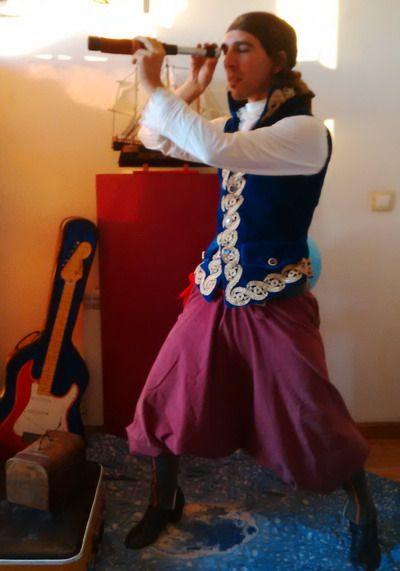 animador-disfrazado-de-pirata