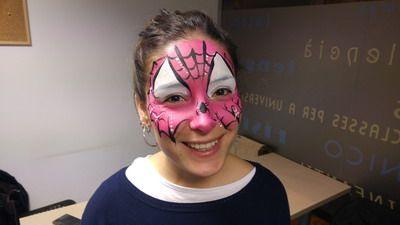 maquillaje de fantasia mujer spiderman rosa