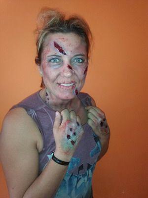 maquillaje para halloween mujer zombie