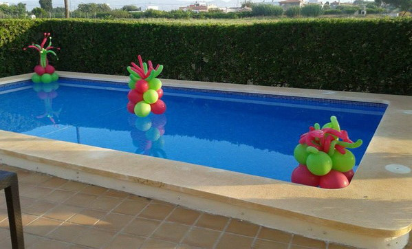 Wow decoracion con globos en salones y jardines for Decoracion para piscinas