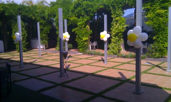 Wow decoracion con globos en salones y jardines for Adornos en jardin
