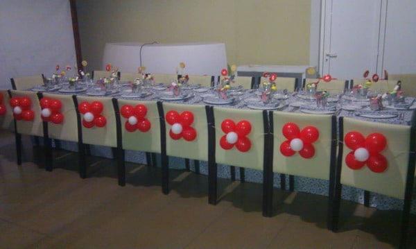 Wow decoracion con globos en salones y jardines for Decoracion de sillas para 15