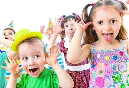niños con animadores