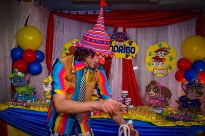 fiesta temática de payasos y magos