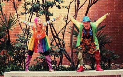 animadores bailando canciones infantiles